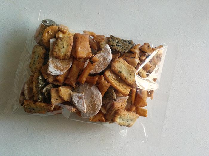 一袋で何度もおいしいこわれせん「久助」おもちから自分たちで作っているせんべいを食べられるしあわせ。